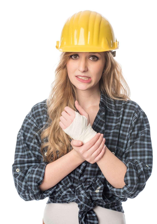 Handwerker mit verletzter Hand